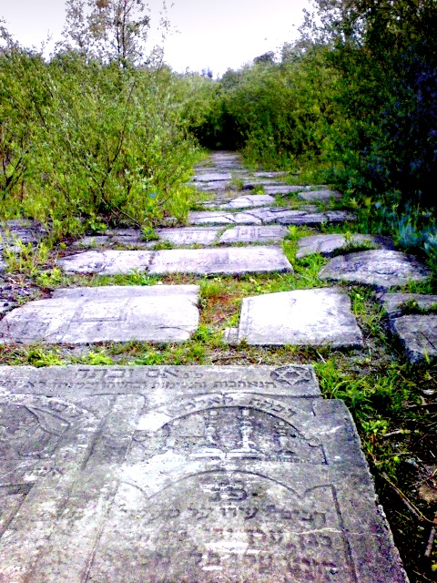 did the nazis use jewish tombstones to pave roads