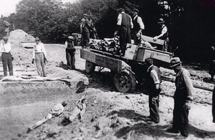 Dachau residents burying the bodies from Dachau camp