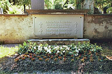 Grave of four men who fought Communists