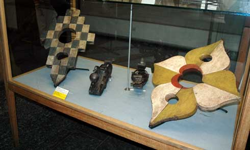 Neck violin that criminals were forced to wear in the old days