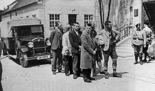 First prisoners arrive at Dachau concentration camp in 1933