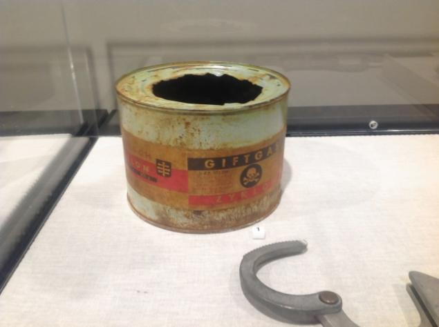 Empty Zyklon-B can on display in American public school