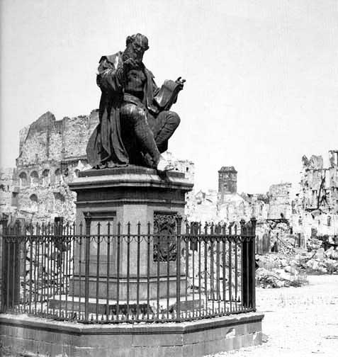 Statue of Hans Sachs, die Meistersinger von Nurnberg