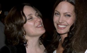 Angelina Jolie and her mother, who died of breast cancer at a young age