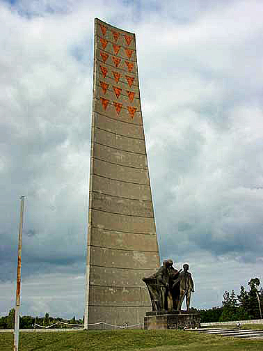 Monument at Sachsenhausen Memorial Site shows only red triangles (1999 photo)