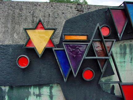 Purple triangle, worn by Jehovah's Witnesses, shown in sculpture at Dachau