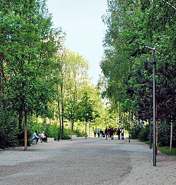 Entrance path into Dachau memorial site in 2007