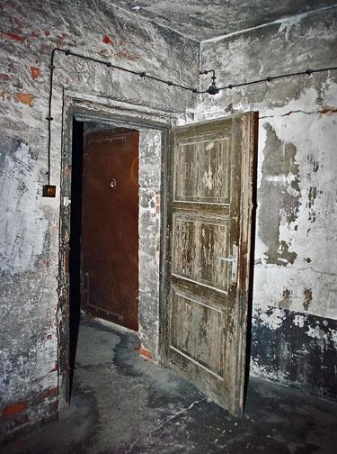Door in the Auschwitz gas chamber opens inward
