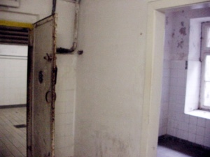 The gassing apparatus was located in a small room behind the gas chamber