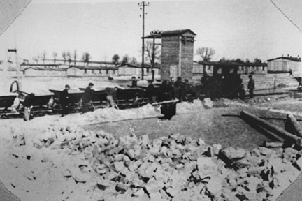 """Photo of """"Majdanek labor camp"""" is included in the Guidebook of 1986"""