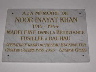 "Plaque in honor of Noor Inayat Khan in ""Dachau Memorial Hall"""