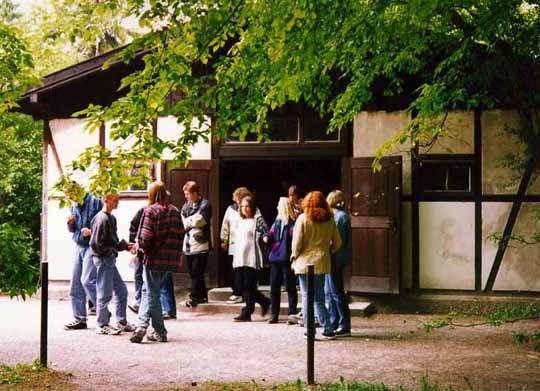 German teenagers visit Dachau crematorium