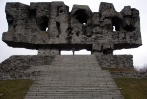 Monument at the Majdanek memorial site