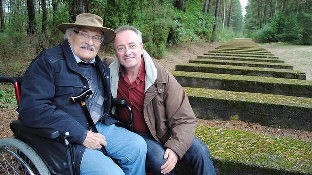 Samuel Willenberg poses with Andrew Denton on a trip to Treblinka