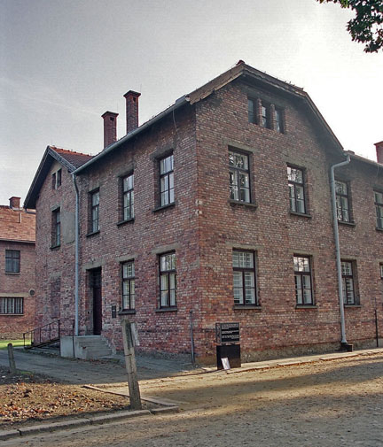 Block 24 at Auschwitz main camp had no warning sign near it in 2005
