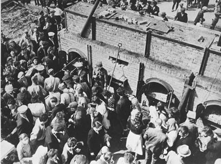 Polish tourists were brought to the Majdanek crematorium