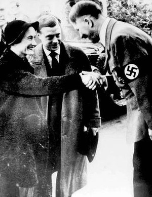The Duke and Duchess of Windsor meet German leader Adolf Hitler in Munich on October 22, 1937. Photo: AP