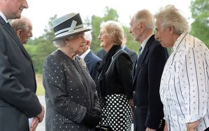 Queen meets with Bergen Belsen survivors