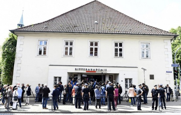 ournalists gather outside the courtroom after a verdict in the case of former SS officer Oskar Groening on July 15, 2015 at court in Lueneburg, northern Germany. Photo: AFP PHOTO / TOBIAS SCHWARZ