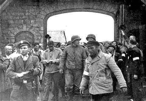 Americans enter Mauthausen camp after the prisoners had libeated themselves