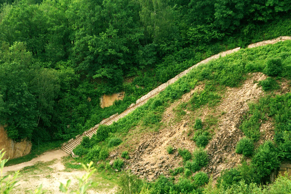 My photo of the long steep climb out of the quarry