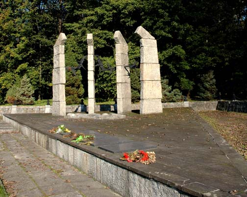 Monument to the prisoners who died at Monowitz
