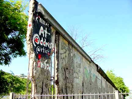 My photo of the last piece of the wall before it was torn down