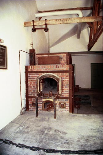 Dachau oven had pully to raise and lower inner door