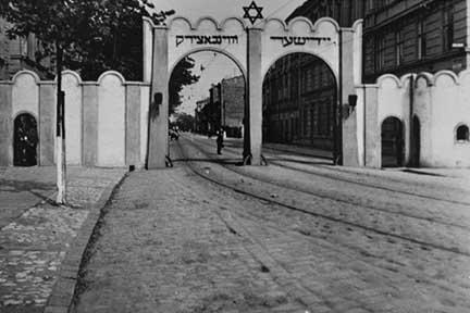 KrakowGate1940.jpeg